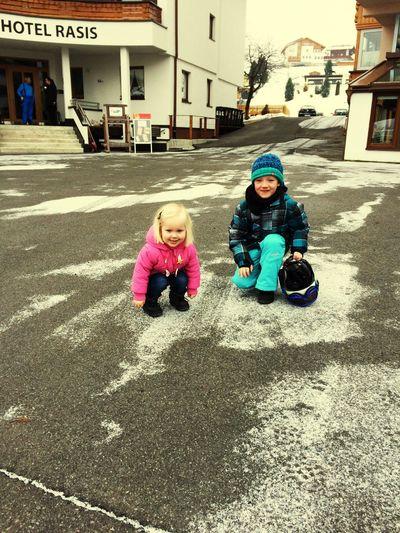 Klaar voor weer een ski-dagje😊🎿🌨 Hanging Out Hello World Cheese! Lenn & Iza genieten