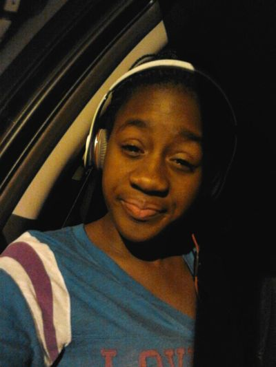 In the Car Chillen Doe