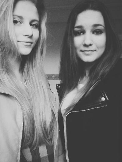 Hello! 👋 😜 SnapChat: pani_paulina Bestfriend Friends People Of EyeEm Polishgirl Hello World Faces Of EyeEm Bielsko-Biała Selfie ✌ Poland Blonde Girl
