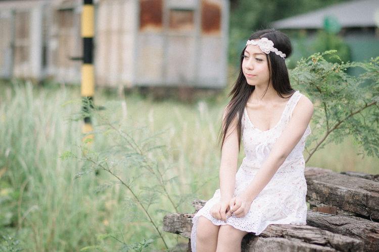 Beautiful young woman wearing sunglasses outdoors