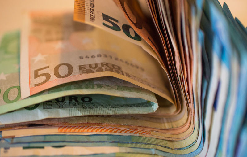 100 Euro 20 Euro 50 Euro Euro Bank Notes Finances Gambling Rich Business Close-up Currency Euro Bills Euros Finance Finance And Economy Invest Investment Investments Paper Currency Savings Selective Focus Wealth Wealthy Wealthy Lifestyle