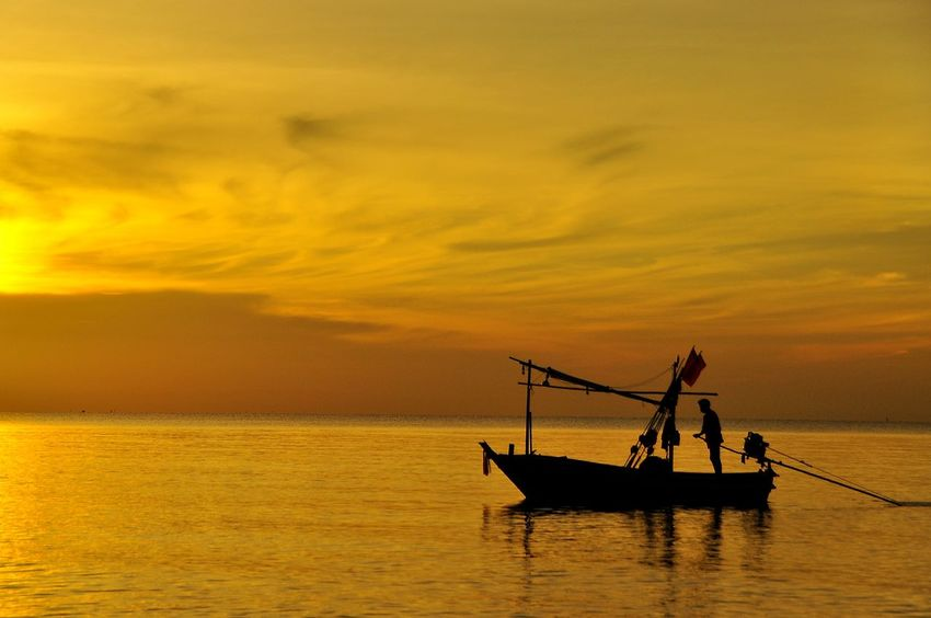Silhouette Boat Fisherman Fishing Fishing Boat Local Fishing View Sunset Sea Sea And Sky Sky Yellow Yellow Tones Lifestyles Thai Lifestyle Nature Beauty ใน Thailand