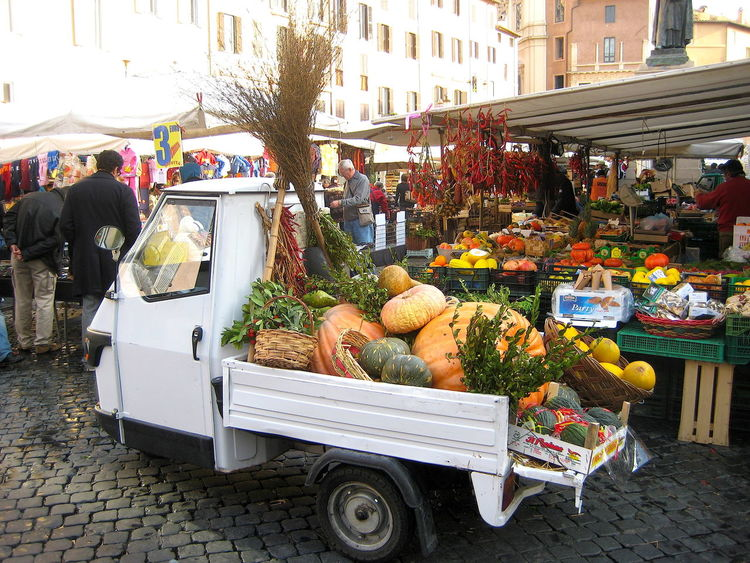 Building Exterior Built Structure Campo De' Fiori Choice Farmer Market Food Food And Drink Freshness Fruit Healthy Eating Incidental People Italy Large Group Of People Market Market Stall Outdoors Retail  Rome Street Transportation Variation Vegetable イタリア カンポ・デ・フィオーリ広場 ローマ
