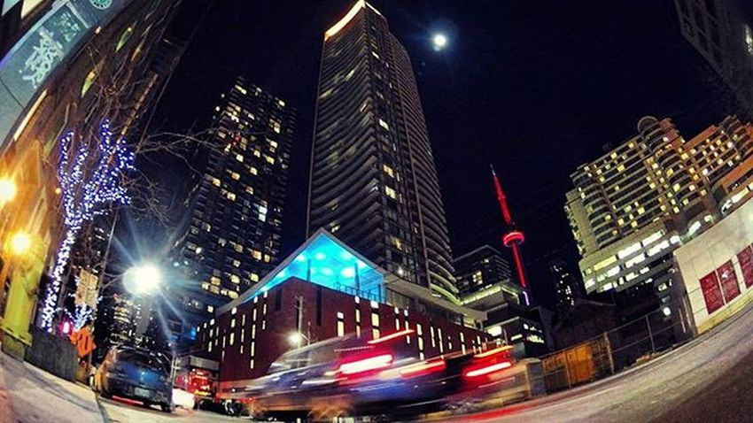 see n' towers Toronto Viewsfromthe6 Citynights The6ix Cityscape Street Citylife Lights Nightlife Perspective City Streetphotography Cntower Fullmoon Lifeofham