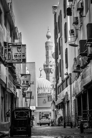 Mosque Outdoors City Day Dubai EyeEm Best Shots First Eyeem Photo Street Photography Uaelife🇦🇪 Firsteyeemphoto EyeEmNewHere Lifestyles NIKON D5300 Streetphotography UAE , Dubai FirstEyeEmPic Freestyle Dubaicity Blackandwhitephotography Streetphotography_bw Blackandwhite Mosques Of The World Dubaicreek