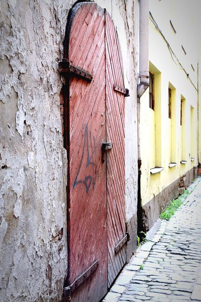 Picturesque Doorway Old Riga Architecture Architecture_collection Fullframe Building Exterior Background Rustic Exterior Façade Concrete Door Wooden Texture Wooden Door Full Frame Full Length Street Photography