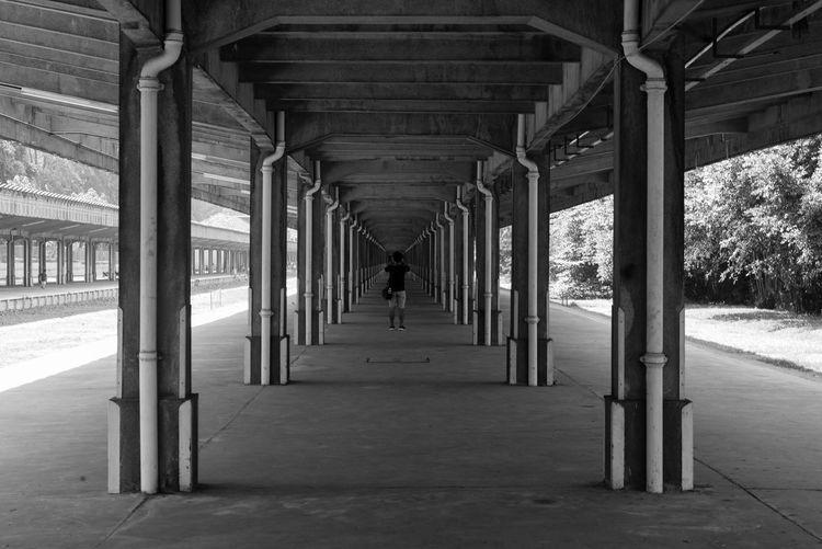 Learn & Shoot: Leading Lines Train Station B&w Blackandwhite Singapore