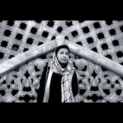 هر گاه رد پای کسی که آرامشم را گرفته بود دنبال کردم، به خودم رسیدم ... - آندره ژید | اودیپ Iran Tehran Golestan Palace Iranian Girl