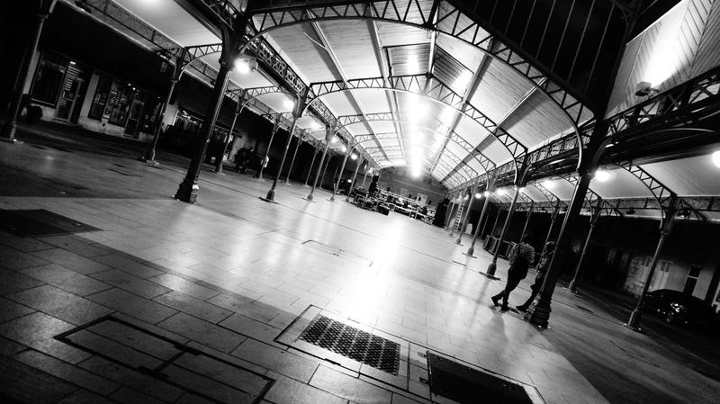 Blancetnoir Bnw Chartres City Life Marketplace People Watching Shopping Mall Streetphotography