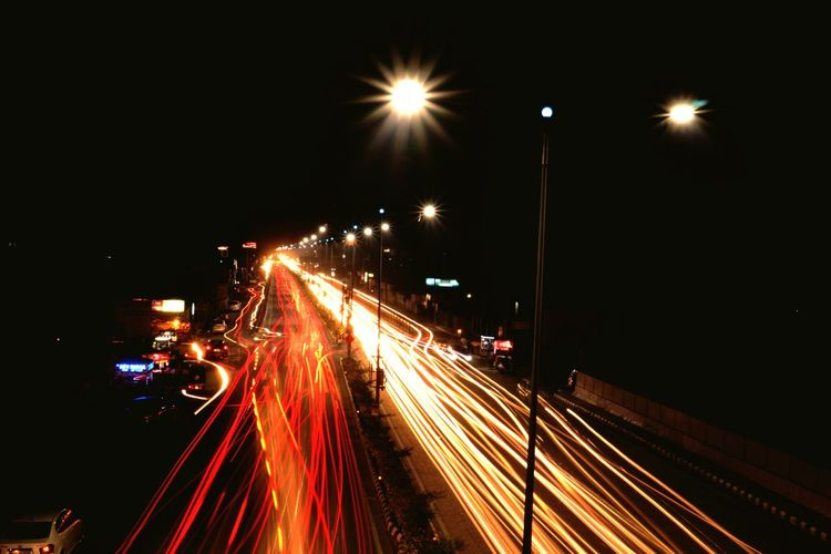 Shutterspeed Shutterspeedcreations Shutterspeedpriority Citylights Traffic Street Light Transportation Lighting Equipment Light Trail Night Long Exposure Outdoors Road Sky Canon Canonphotography Canon80d Canon Eos  Canon18-135 The Great Outdoors - 2017 EyeEm Awards Live For The Story