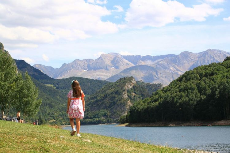 Mountain Mountain Range Water Tranquil Scene Rear View Scenics Person Tranquility Lake Cloud Vacations Full Length Idyllic Casual Clothing Cloud - Sky Tourist Nature Travel Walking Behind Girl People And Places Lanuza Pirineos Pirineo Aragonés TCPM