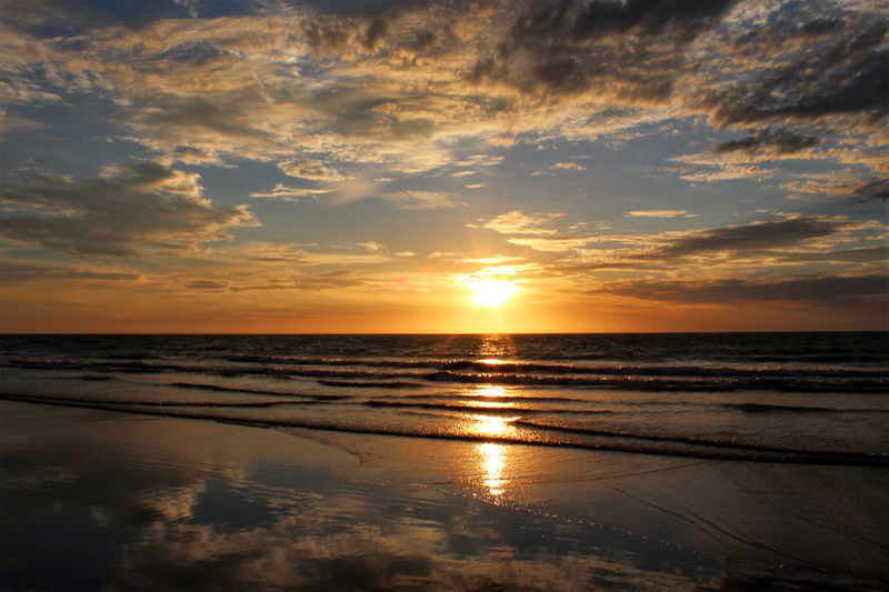 One for the road sunset Reflection Sea Scenics Water Horizontal Beach Beauty In Nature Sky Taking Photos Enjoying Life Relaxing