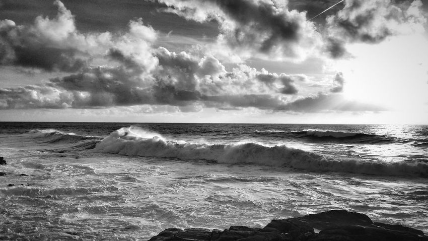 Stormy sea this afternoon 🌊 🌊 Mar de temporal esta tarde 🌊 🌊 Big Waves Waves, Ocean, Nature Ocean Sea Clouds And Sky Sunset_collection Water Reflections Water_collection Cloud_collection  Malephotographerofthemonth Scenics Outdoors Horizon Over Water Beauty In Nature Tranquil Scene Tranquility Wave Monochrome Black & White Blackandwhite Black And White Photography EyeEm Best Shots - Black + White EyeEm Best Shots - Nature Black And White Nature_collection Welcome To Black The Great Outdoors - 2017 EyeEm Awards Breathing Space Your Ticket To Europe
