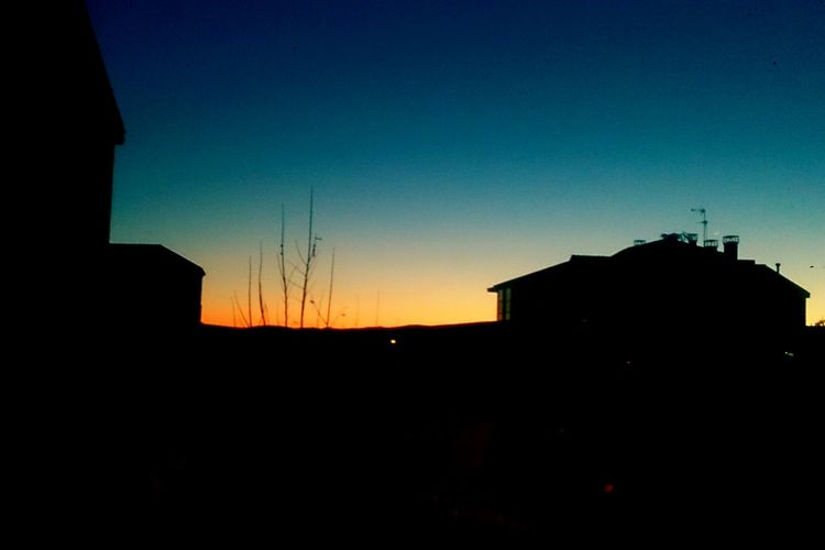 Sunset Silhouette Outdoors Sky Architecture Cold Winter ❄⛄ Frioooo Frioooooo Time Helada Heladas Invierno Invierno2016 LeonEsp  Leon Anochecer Anocheciendo Anochece