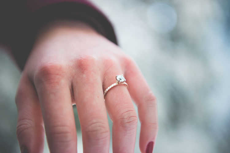 Ring Close-up Diamond Ring Jewelry Wedding Ring Human Body Part Human Hand Women Only Women Adult Engagement Engagement Ring Nature Macro Beauty EyeEmNewHere Lieblingsteil New Talent