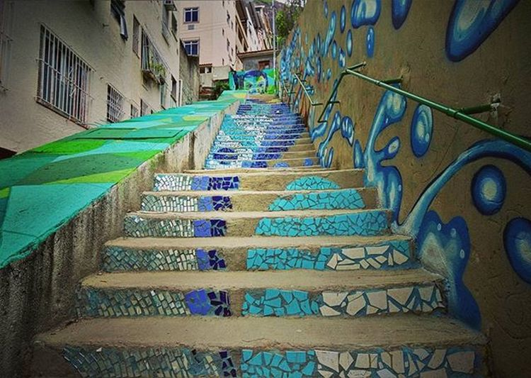 . Community staircase Tabajara who received the art of American Rapper M.C. Don Blanquito. . Photo: Ale Silva © Photooftheday Photo Art Everydayusa Streetphotography UrbanART Composition Everydaybrasil Capture Instalike Moment Focofixo Everydaylatinoameria Instacool Love Canon Instago Canon70d Canon_official Alesilva