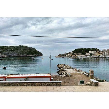 Just a lazy Monday afternoon in Port de Sóller... Endlesssummer Vacationtweet 😎 🌴 Lifeisgood Portdesóller Mallorca Baleares Spain