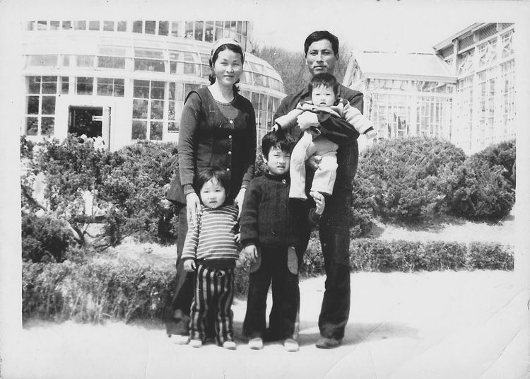Family Old Picture Center That's Me B&W Portrait @korea seoul changgyungwon park [photo shooting date 1974.10.20] @Nikon 35mm film camera / hp8600 scanner.
