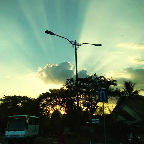 No reason to turn back go on Indonesian Street (Mobile) Photographie Silhouette Cloud - Sky Nature Beauty In Nature