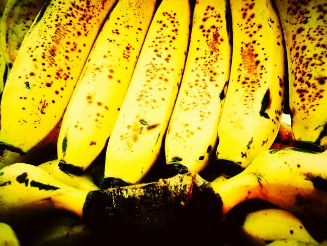 Bananas Bananas Banana Fruit Banana Split Banana Skin Banana Peel Bananas! Banana Blossom Backgrounds Yellow Close-up Full Frame No People Outdoors Nature Day