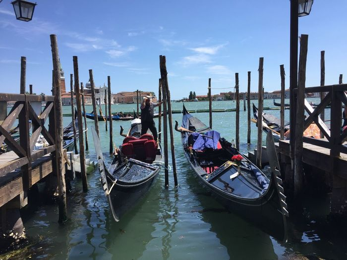 Venise 🎭 Reflection Water Architecture Outdoors Nature Gondola - Traditional Boat Nautical Vessel Sky Transportation Moored Day Taking Photos Cityscape Italy Venezia Blue IPhoneography Holiday Romantic Evasion EyeEm Gallery Road Fun City Life Cityscapes