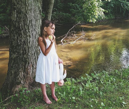 The Portraitist - 2015 EyeEm Awards The Moment - 2015 EyeEm Awards Dolls Little Girl Apples Eye4photography  Emotions Broken EyeEm Best Shots Barefoot