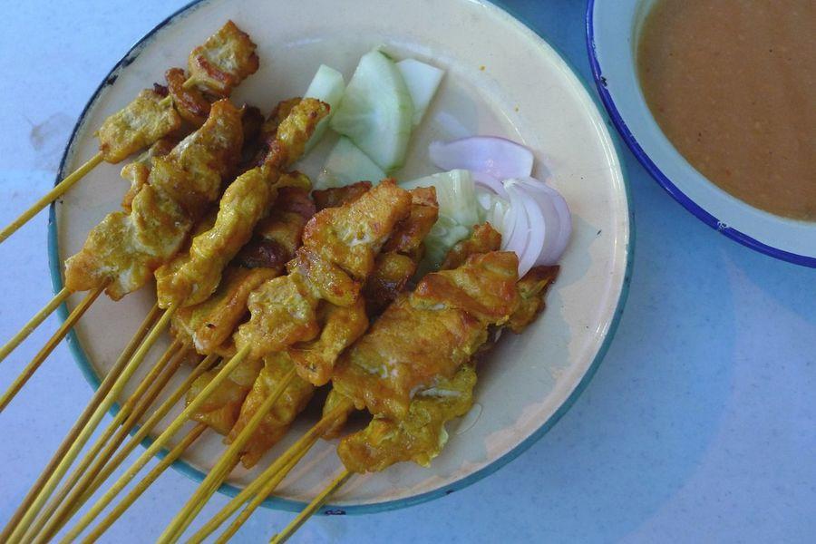 Plate Food Ready-to-eat Close-up Satay Pork Skewer Hainanese Cucumber Onions Sweet Potato Puree Penang Street Food Tumeric Marinated Food Stories