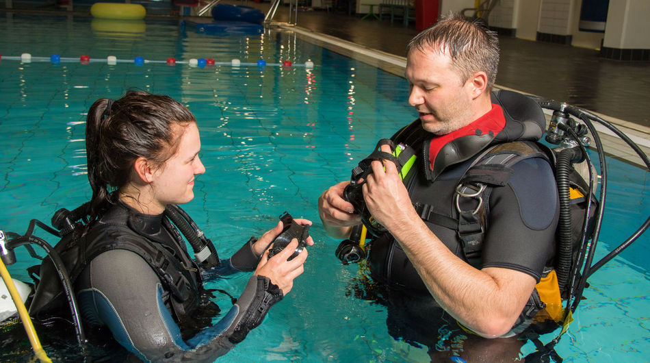 Instructor Scuba Diving Girl Pool Scuba Diver Scuba Diving Course Scubadiving Teenager Underwater Diving