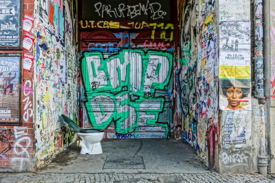Architecture ArtWork Berlin Photography Berliner Ansichten Built Structure Day Door Graffiti Graffiti Klo Kreuzberg No People Outdoors Text Toilet Toilette Tür Urban Exploration Urbanphotography Capture Berlin