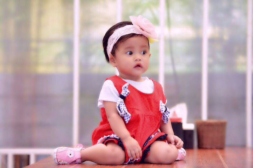 Model Pose Baby Niece Sok Imut