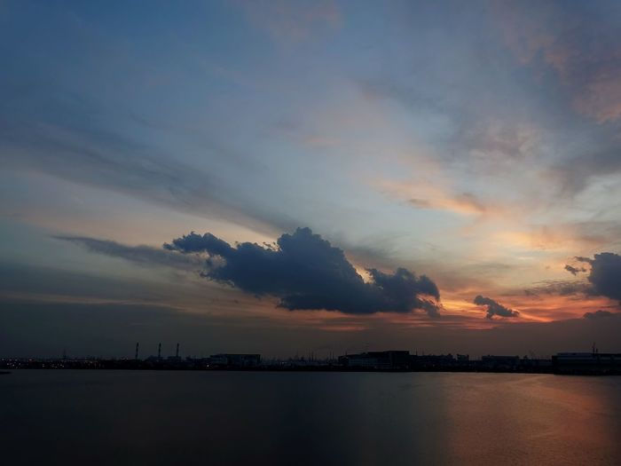 Sunset Reflection Landscape Cloud - Sky Urban Skyline Nature Sky Blue Water Travel Sunset_collection Sunset Silhouettes sunset #sun #clouds #skylovers #sky #nature #beautifulinnature #naturalbeauty Landscape_photography Sunsets RX100iv Dragon Clouds Collection Clouds And Sky Reservoir Singapore