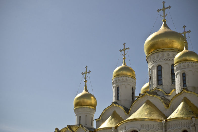 Be. Ready. Check This Out Exploring EyeEm Best Shots EyeEmNewHere Hello World Moscow Orthodox Church Russia Architecture Building Exterior Built Structure Cross Dome Gold Colored Golden Golden Color Low Angle View Orthodox Outdoors Place Of Worship Religion Sky Spirituality Travel Destinations