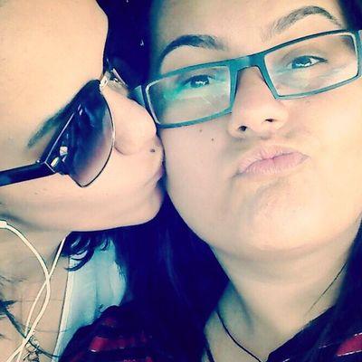 """Lembra quando a gente tava em Garanhuns que uma moça nos parou e falou que achava o nosso amor lindo e que tava pensando em pedir um """"autógrafo"""" nosso? Essas pequenas coisas me alegram muito, sabia? Me fazem ter a certeza de que somos lindas juntas e que o nosso amor irradia felicidade por onde passa :$ obrigada por isso, eu te amo demais, minha preta ♥ Love Passion Pride Life selfie"""
