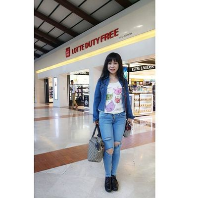 Ready fly to Halongbay with my new Rippedjeans  @theposeofficial Theposeofficial International Travel Traveler Travelmaniac Trusty 2015.03 02