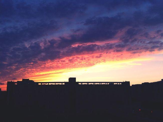 这是。。在学校写作业系列么? Sunset Clouds And Sky Sky