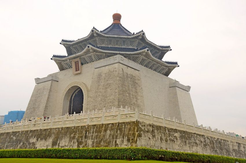 Chiang Kai-shek Memorial Hall The Week On EyeEm Architecture Building Exterior Built Structure History Low Angle View Outdoors Taipe Photography
