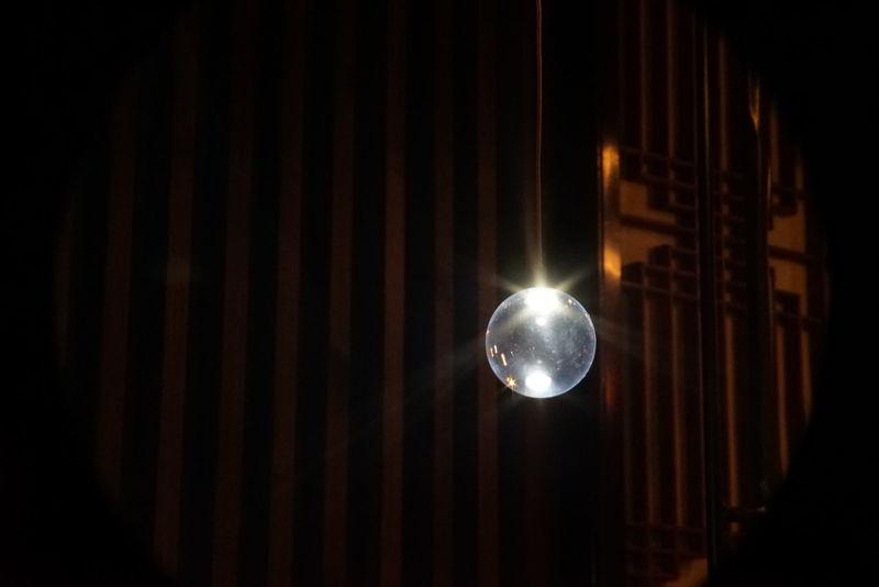 Sphere Lighting Equipment Lights Light In The Darkness Selective Focus Indoors  Taking Photos Art Exhibition 和のあかり✕百段階段展 Tokyo,Japan New Camera Test Test Shoot Sony A7s II + Carl Zeiss Jena DDR Tevidon 70mm F2.8 マウントアダプター買ったお店のおじさんからフルサイズだとケラレるよ!と聞いてたけどやはり盛大に出てた。でもこんな感じに背景次第ではクロップしなくても見れる物になる(?)ことは分かった♪