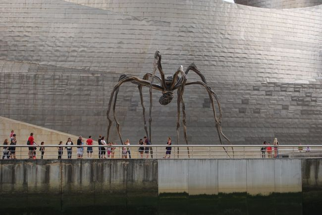 Seeing The Sights Guggenheim Bilbao Bilbao Guggenheimmuseum Spider Scale