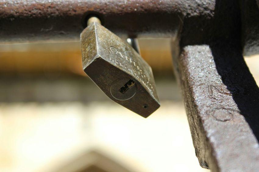 Buscando la llave.