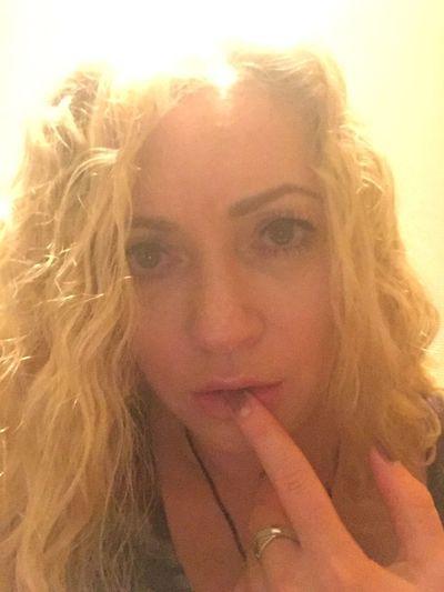 Showing Imperfection selfie of a girl Selfie ✌ Self Portrait Light Blonde Blonde Girl Blonde Hair Girl Person