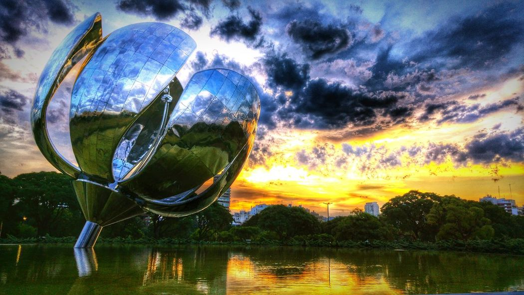 Metalic flower. Flowers Flower Metalic Floralisgenerica Monument Art Artistic Sunset Twilight Fountain Reflections Reflection Petals Gigantic Masive Awesome Contrast