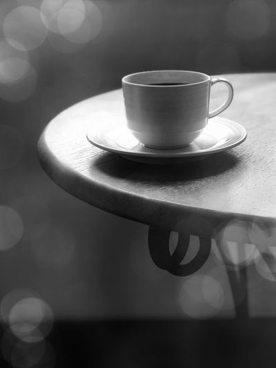Coffee cup on wooden table. Black and white background Circle Coffee Hot Silhouette Aroma Background Black And White Bokeh Cappi Coffe Backgrond Coffee - Drink Coffee Cup Cup Design Drink Food And Drink Fresh Refreshment Table
