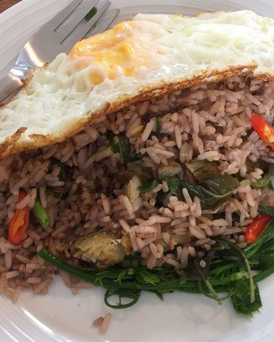 spicy basil with organic rice ข้าวผัดกระเพราปลาสลิด Bangkokeater Thaifoods