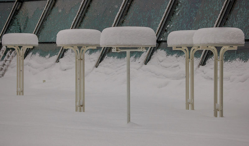 Überraschung vor Konferenzbeginn - surprise before meeting was starting Meeting Wintereeinbruch Bar Tables Cold Temperature In A Row Nature No People Snow Snowfall White Color Winter Best Shots Hofi Hofis Premium Collection