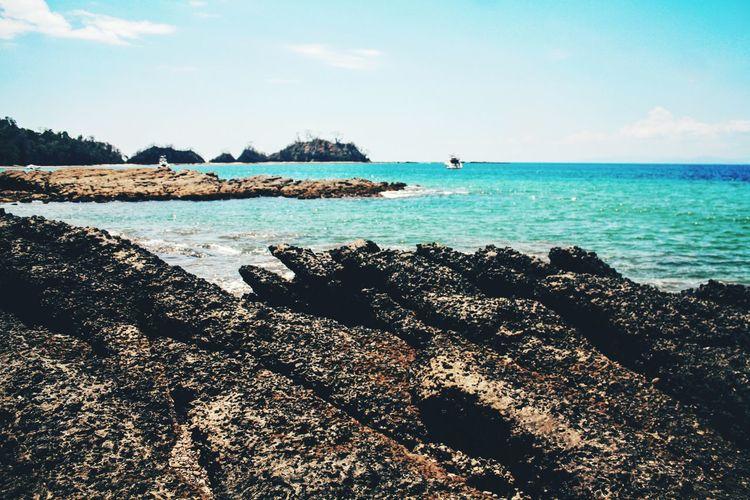 Tarcoles Rowing Beach Sunny Blue Ocean Hilarious Breathtaking Stones Edge Of The Ocean River