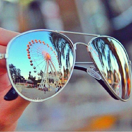 Ferris wheel reflection!! Sickglasses Ferriswheel Howbeautiful Beauti wanttose glasses amazing