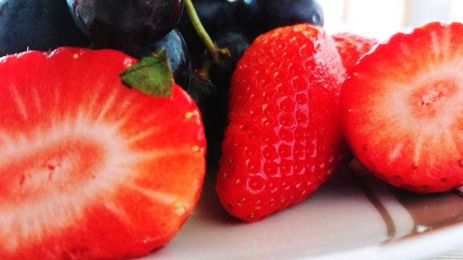 Weintrauben 💫 Erdbeeren 🍓😋 Erdbeeren Fruit Red Healthy Lifestyle Blood Orange Multi Colored Close-up Food And Drink