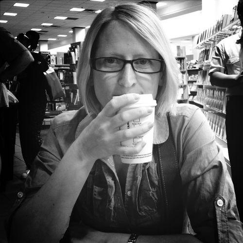 I like a girl in Glasses . Coffee