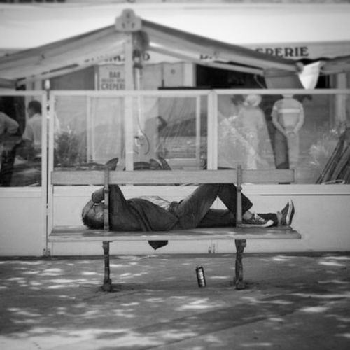 Larochelle Port Coursdesdames Time sieste seul noir solitude marginal