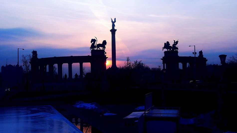 Heroes square Violet Sunset Evening Sky Sculpture Sky Built Structure Statue Architecture Outdoors No People City